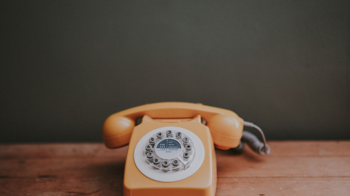What Are the Benefits of a Hosted Phone System?